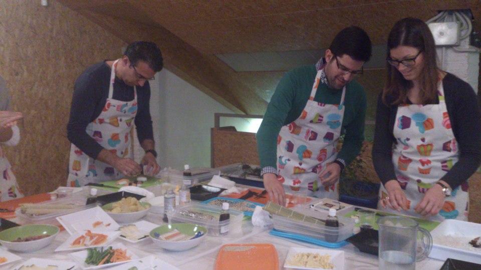 Foto grupo taller de sushi adoraideas sevilla