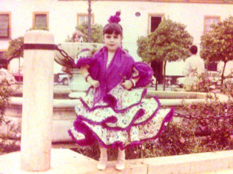 Servidora hace algún que otro año vestida de flamenca